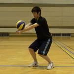 アンダーハンドパスの基本フォームと練習方法