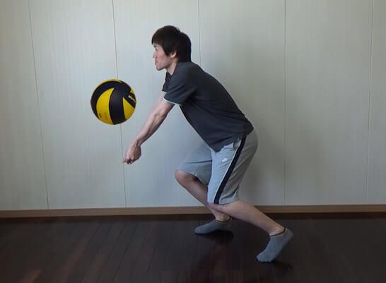 セッターへ高いボールを上げる
